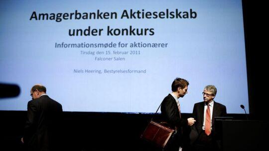 Aktionærmøde for investorer i Amagerbanken i Falkonércentret på Frederiksberg ni dage efter, at Amagerbanken måtte lade sig overtage af Finansiel Stabilitet. Til højre er det Niels Heering, bestyrelsesformand i det statslige afviklingsselskab.