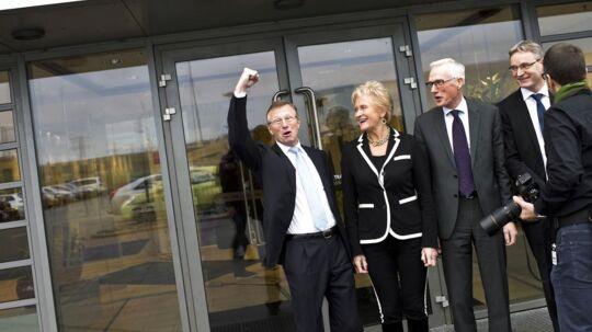 Salling overtager Dansk Supermarked fra Mærsk Her fra venstre Nils Smedegaard Andersen(Mærsk), Karin Salling og Jens Bjerg Sørensen(Salling Fondene), og Per Bank(Dansk Supermarked) efter pressemødet.