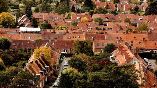 I første halvår af 2015 er 75 procent af solgte lejligheder blevet afsat til en højere pris, end de blev købt til, mens tallet for huse og sommerhuse er henholdsvis 62 og 50 procent.