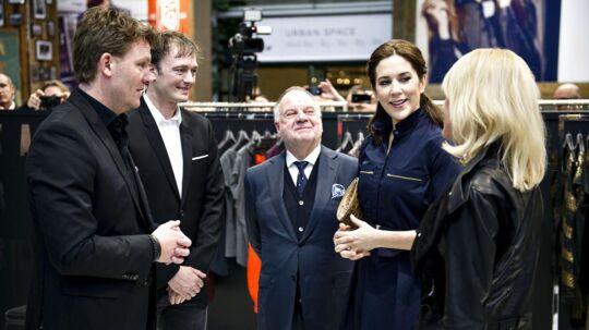 Kronprinsesse Mary besøger Karen Simonsen under modemessen i Bella Center fredag d. 1 februar 2013.
