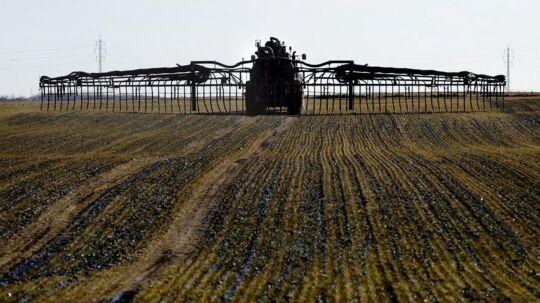 »Priserne på dansk landbrugsjord er i gennemsnit faldet med 40 procent pr. hektar siden 2007-2008, da priserne toppede,« siger ejendomsmægler Svend-Åge Bruun fra Landbrugsmæglerne i Vejle.