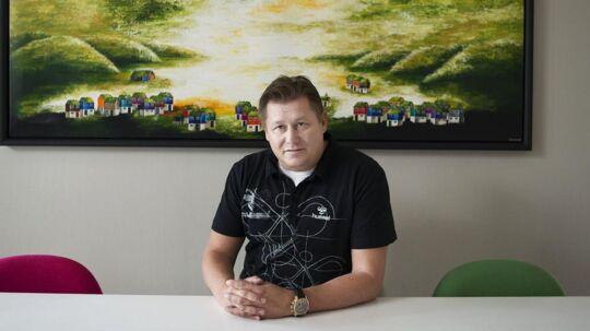 Det er torsdag kommet frem, at Pandora kræver Jesper Nielsens afgang fra direktørposten i smykkefirmaet og samtidig vil holde ham uden for smykkebranchen til 2016.