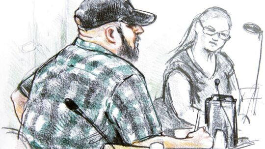Sonny Munk Carlsen / tegning: Anne Gyrite Schütt Den 41-årige CJ fra Odense står i dag - mere end 16 måneder efter han blev anholdt 1. juli sidste år - tiltalt ved Retten i Odense for at stå bag bl.a. to meget grove seksualforbrydelser mod to piger på henholdsvis 11 og 10 år på Syd- og Østfyn i efteråret 2012.