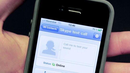 Det dansk-svenske internettelefoniprogram Skype kan også bruges på en mobiltelefon. Så betaler man ikke samtaleminutter til sit teleselskab men bruger af det dataabonnement, som flere og flere har. Men det skal nu også koste penge. Arkivfoto: Josep Lago, AFP/Scanpix