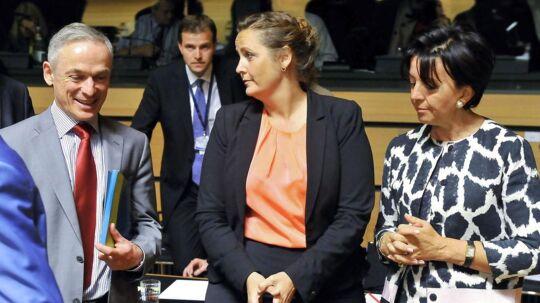 Den irske minister for beskæftigelse og udvikling Richard Bruton (tv.) med den dansk handelsminisgter Pia Olsen Dyhr og den tyske minister for økonomi og teknologi Anne Ruth Herkes (th.) forud for mødet i Luxemburg om en frihandelsaftale med USA