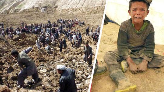 Et mudderskred i det nordøstlige Afghanistan har fredag skabt død og ødelæggelse og kostet flere hundrede mennesker livet, mens tusinder savnes.
