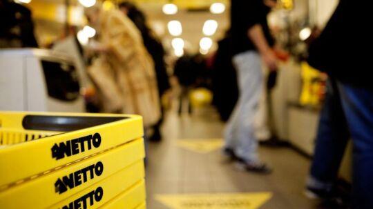 Netto bruger ny metode til at udstille høje priser i Fakta. »Dagligvarevirksomhederne har traditionelt ikke benyttet den slags metoder i Danmark,« siger detailhandelsekspert Bruno Christensen.