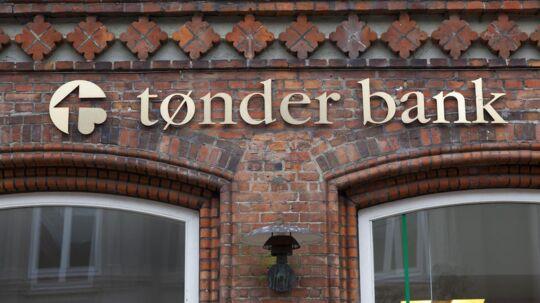 Sydbank overtager Tønder Bank, som indgiver konkursbegæring.