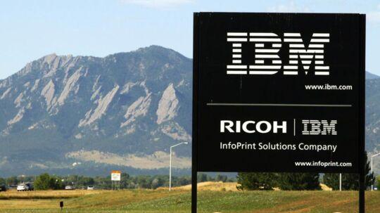 For første gang siden 1996 overgik IBMs markedsværdi 23. maj Microsofts. Billedet er fra IBMs anlæg i Boulder i den amerikanske stat Colorado med Boulder Flatiron-bjergene i baggrunden. Arkivfoto: Rick Wilking, Reuters/Scanpix