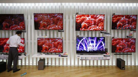 Fladskærmssalget går ned i Danmark men op på verdensplan, og Samsung og LG Electronics har nappet en endnu større del af markedet som verdens største. Arkivfoto: Kim Hong-Ji, Reuters/Scanpix