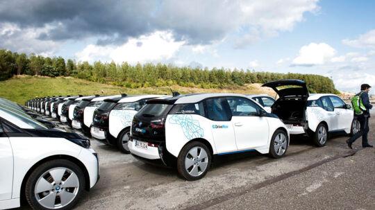 400 hvide BMW i3 elektriske biler på Refshaleøen i København.