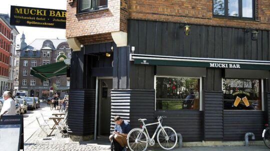 I de seneste 14 dage har episoderne med afpresning, chikane og hærværk på Mucki Bar på Nørrebro hobet sig op, fortæller ejeren.