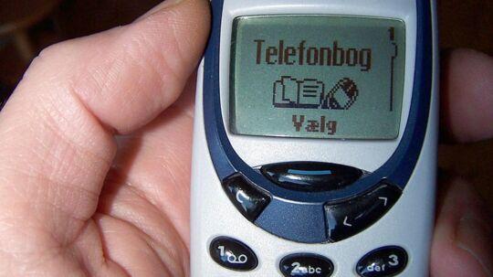 Downsizing er blevet det nye sort, og Ritzau Fokus har undersøgt, hvordan man folder fænomenet ud i praksis, når det handler om mobiltelefoner. Her ses en gammel Nokia 3310.