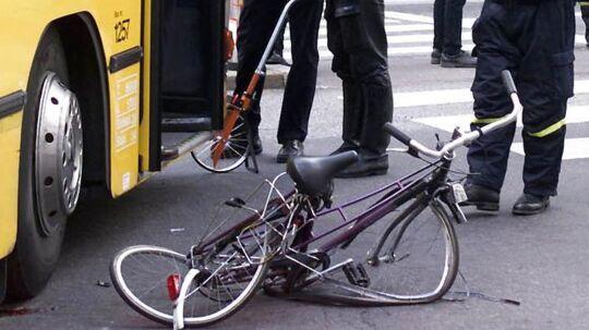 Arkivfoto: En ung kvindelig cyklist kvæstet af højre-svingende HT-bus i Nørre Farimagsgade i København.