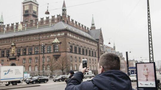 H.C. Andersens Boulevard på højre side af Københavns Rådhus og den mere stille Vester Voldgade parallelt bag rådhuset åbner 8. juni som det første, levende bylaboratorium for fremtidens smarte - eller intelligente - by. Arkivfoto: Ólafur Steinar Gestsson