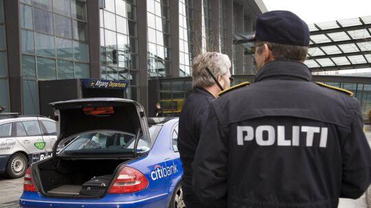 Arkivfoto: Politi og securitypersonale har øget synligheden i og omkring Københavns Lufthavn ovenpå angrebet på lufthavnen i Istanbul i Tyrkiet tirsdag aften.