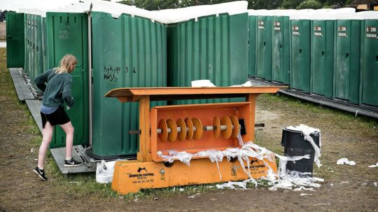 Toilet forholdene lader noget tilbage at ønske når papirrullerne er tomme. Roskilde Festival 2016. (Foto: Nils Meilvang/Scanpix 2016)