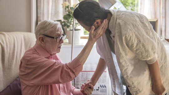 Ældre skal ikke overlades til sig selv, påpeger Ældre Sagen, mens sundheds- og ældreministeren mener, at der er alt for store forskelle i aktivitetsniveauet på landets plejehjem. Her ses Egon Petersen, der er beboer på plejecenteret Egegården i Gladsaxe.