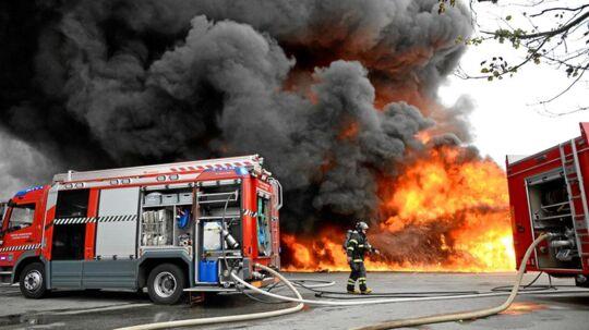 Torsdag aften er en købmandsbygning i brand i Snedsted i Nordvestjylland.