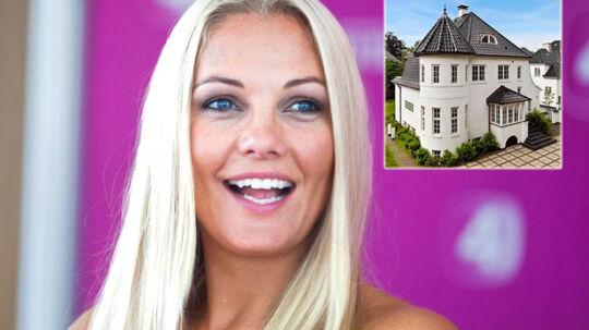 Caroline Fleming sælger sit kæmpe store palæ - dog med et tab.