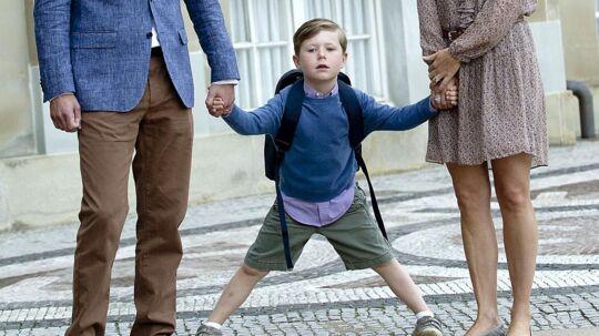 Hans Kongelige Højhed Prins Christian på vej til sin første skoledag i 0. klasse på Tranegårdsskolen