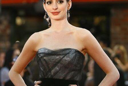 Anne Hathaway har droppet sin kæreste Raffaello Follieri.