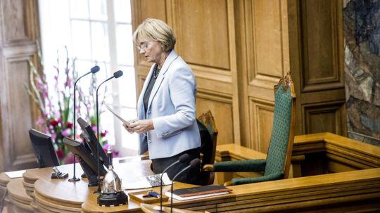 Den tidligere formand for Dansk Folkeparti har en klar vision med sit formandskab i Folketinget. Derfor har Pia Kjærsgaard også lagt en striks stil for dagen på formandsstolen, hvor etiketten i folketingssalen er blevet mere højtidelig.
