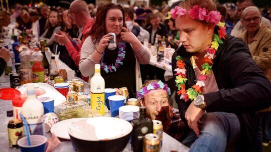 I forbindelse med Malmøfestivalen var der krebsegilde på Storetorg i midten af byen. Folk havde medbragt deres egen mad og skyllede den ned med snaps. Bandet stod for snapseviser og sing-a-longs. Festivalen fortsætter i Malmø by frem til fredag d. 19. august.