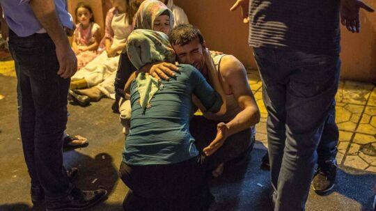 Tyrkiet er rykket ind i en af Islamisk Stats sidste syriske grænsebyer under dens kontrol efter terroraktionen i Tyrkiet i lørdags, hvor et kurdisk bryllup i den tyrkiske by Gaziantep var målet for en selvmordbomber, og 54 personer blev dræbt ved eksplosionen.