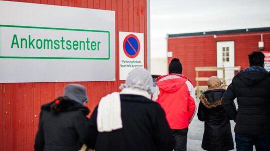 Norges sikkerhedstjeneste, PST, har siden efteråret modtaget hundredevis af meldinger om 'bekymrende fund' blandt asylansøgeres effekter. Blandt andet er der funder billeder og videoer af henrettelser på mobiltelefoner samt IS-flag i asylansøgeres besiddelse.