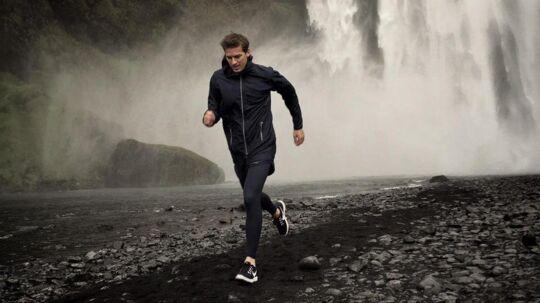 27-årige Andreas von der Heide står bag designfirmaet Les Deux, der nu også vil satse stort på sportstøj. Han er selv en erfaren løber, der snart skal løbe 218 kilometer gennem Death Valley i det tøj, han har fået designet til Intersport. PR-foto