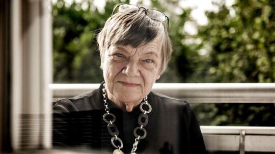 Gymnasielærer Anette Engholm, der tilbage i 2004 mistede sin mand til kræft og som stadig sørger over ham i dag.