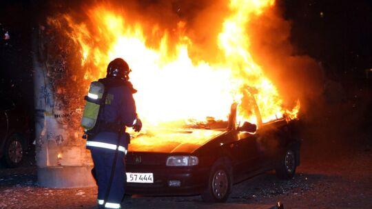 Den seneste tid har været præget af en række sager om påsatte bilbrande i hovedstadsområdet. Her ses en af fem biler, der er blevet antændt under Bispeengbuen ved Borups Alle.