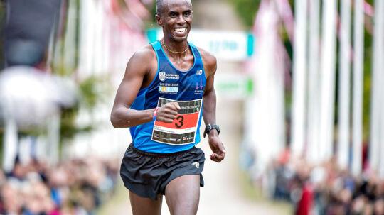 Maj Invest Eremitageløbet 2016 blev løbet i dyrehaven nord for København søndag d. 9. oktober 2016. Vinder af løbet blev Abdi Ulad i tiden 40.37. Hurtigste kvinde blev OL-løberen 18-årige Anna Emilie Møller, der satte ny rekord i tiden 43.45. I alt var der tilmeldt ca. 12.500 løbere. Her er det Abdi Ulad der kommer i mål.