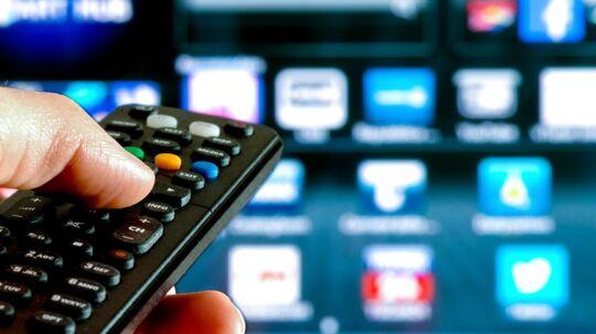 Flere og flere zapper væk fra TV-kanalerne og klarer sig med færre i kombination med tilkøb af tjenester over nettet som Netflix, HBO, Viasat Play, TV 2 Play m.fl. Arkivfoto: Iris/Scanpix