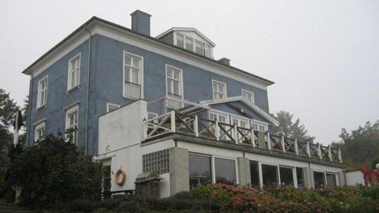 Sommerhuset på Norre Strandvej i Hornbæk stod i 33 millioner kroner i 2011. Nu er vurderingen faldet næsten 25 millioner kroner.