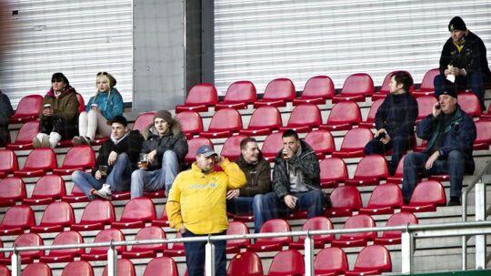 Tilskuerne er færre end de tomme pladser på stadionerne i Superligaen i disse dage.