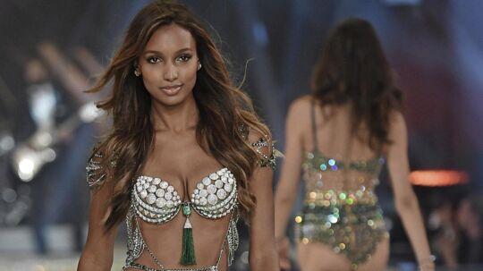 Amerikanske Jasmine Tookes bar årets Fantasy Bra fra Victoria's Secret, der koster intet mindre end 21 millioner kroner.Foto: XPOSUREPHOTOS.COM