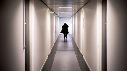 Det var på denne kontorgang i Rødovre Centrum, at adskillige kvinder i alderen 15-56 år har følt sig seksuelt krænkede under alternative behandlinger i den 43-årige hypnotisørs nu lukkede klinik.