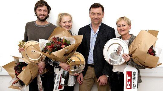 Tre eremitageløbere blev hyldet på BT. Fra venstre Tobias Weber-Andersen, Anna Emilie Møller, chefredaktør Jens Grund og Mona Holm Rasmussen.