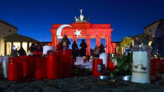 Efter terrorangrebet nytårsnat, blev der lagt blomster og tændt lys i Berlin. Foto: AFP, Maurizio Gambarini.