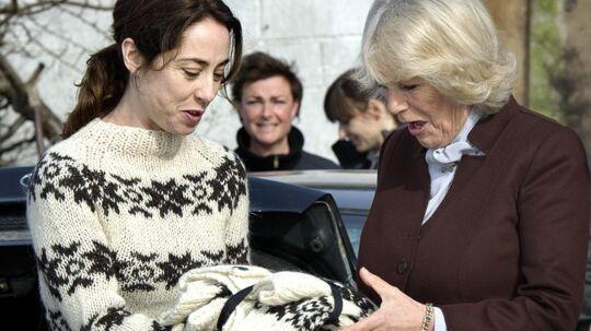 Det er ikke kun den danske dronning, der sætter pris på Sofie Gråbøls talent. Her er det den engelske prins Charles' hustru, Camilla, der besøgte skuespilleren under indspilningen af 'Forbrydelsen' i 2012. arkivFoto: Keld Navntoft