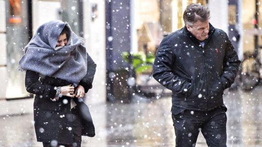 Snevejret er kommet til København. Onsdag kommer der både regn, sne og kraftig blæst siger DMI.