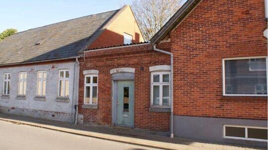 Du kan erhverve dig Danmarks billigste hus for sølle 75.000. Til gengæld er det også småt med havudsigt og andre goder.