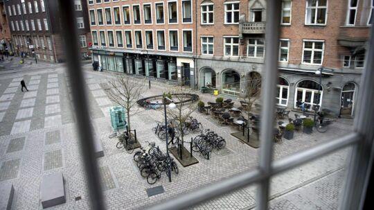 I 2014 blev det nyligt nyrenoverede hjørne af Rådhuspladsen ved Vester Voldgade, Lavendelstræde og Farvergade omdøbt til Regnbuepladsen.