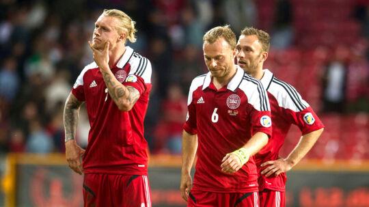 Her er det skuffede danske landsholdsspillere efter et nederlag til Armenien.