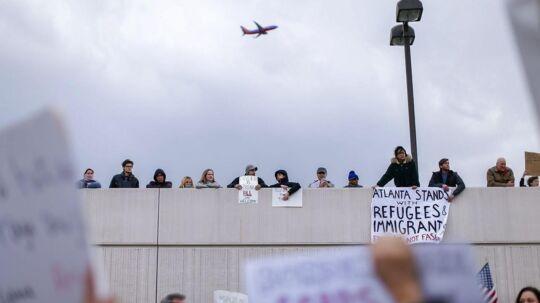 Protest ved Hartsfield-Jackson Atlanta International Airport over indrejseforbuddet.
