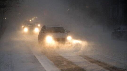 Snevejret vil ifølge DMI skabe store udfordringer i trafikken landet over.