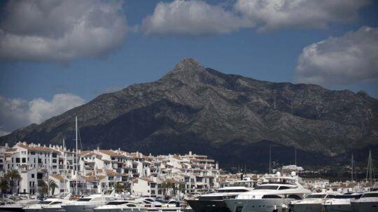 Lystbådehavnen Puerto Banus nær Marbella lægger kajplads til stribevis af yachter i mangemillioner-klassen.