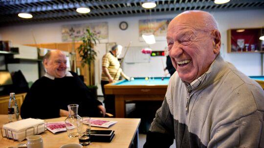 I februar fylder Gogge (Georg Larsen) 91. Han sætter en ære i at klare sig selv uden hjemmehjælp. Det hjælper, at han lærte at lave mad, da han var brandmand. Mange ældre mænd får det svært, hvis de mister deres ægtefælle, for de har aldrig lært at koge en kartoffel. Foto: Nils Meilvang